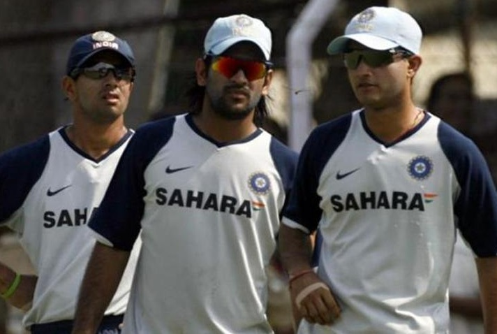 भारताच्या सौरव गांगुली, राहुल द्रविड, विरेंद्र सेहवाग यांनी 3 वर्ल्ड कप खेळले आहेत. सौरव गांगुली, राहुल द्रविड यांनी 1999, 2003 आणि 2007 च्या वर्ल्ड कपमध्ये भारताचं प्रतिनिधीत्व केलं आहे. तर विरेंद्र सेहवाग 2003 ते 2011 दरम्यान तीन वर्ल्ड कप खेळला आहे. या तिघांना मागे टाकून धोनी चौथा वर्ल्ड कप खेळणार आहे.