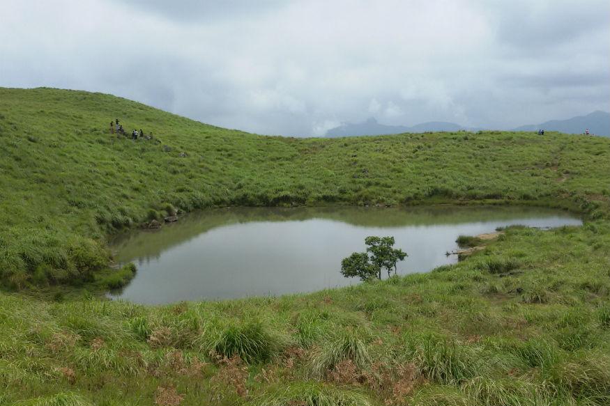 मीनमुट्टी जलसागराबरोबरच चेतलयम, पक्षीपातालम, ब्रह्मगिरी पर्वत पर्यटकांना आकर्षिक करतात.