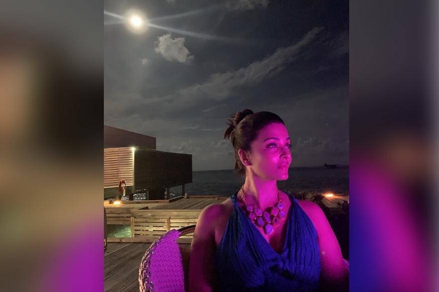 ऐश्वर्या आणि अभिषेक बच्चन नुकतेच मालदीवला छोटेखानी व्हेकेशनला गेले आहेत. इथून त्याने काही फोटो सोशल मीडियावर शेअर केले. यातलाच एक होता ऐश्वर्याचा. चाहत्यांना ऐश्वर्याचा हा फोटो फार आवडला.