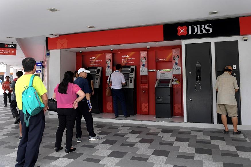 DBS बँकेनं तिसरा नंबर मिळवला. बँकेचं आॅफिस सिंगापूरला आहे. बँकेत 24,174कर्मचारी आहेत.