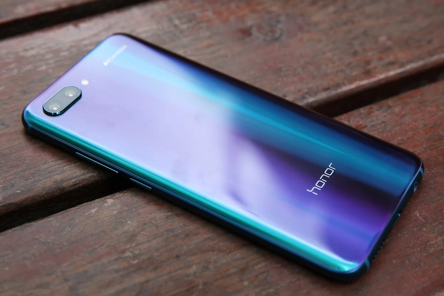 लोकप्रिय असणारा हा Honor 10 6GB128GB मोबाईल तुम्हाला फक्त 24,999 रुपयांत तुम्हाला उपलब्ध होणार आहे. तसं पाहायला गेलं तर या फोनची मूळ किंमत 35,999 रुपये आहे. या फोनवर 11 हजार रुपयांची सुट दिली जात आहे. याशिवाय तुम्ही जर Axis Bank च्या डेबिट कार्डद्वारे हा फोन खरेदी केला तर तुम्हा अधिक 5 टक्के जादा डिस्काऊंट मिळणार आहे. त्यामुळे तुम्हाला हा फोन आवडला असेल तर नक्की घेण्याचा विचार करू शकता.