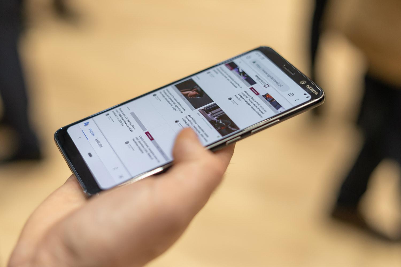 Nokia 9 PureView मध्ये 6GB RAM आणि 128GB स्टोअरेज देण्यात आलं आहे. आउट ऑफ बॉक्स एंड्रॉयड 9 पाय या प्रणालीवर आधारित असलेल्या या स्मार्टफोन मध्ये 3,320 mAH ची बॅटरी बसवण्यात आली आहे. जी वायरलेस चार्जिंगला सपोर्ट करते. तसंच यात क्वालकॉम स्नॅपड्रॅगन 845 प्रोसेसर बसविण्यात आला आहे.