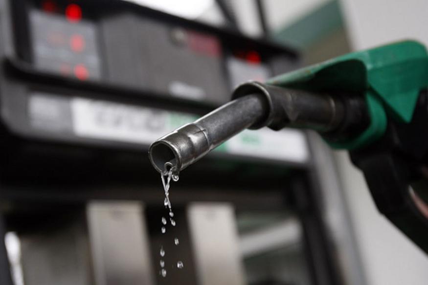 भारतात मार्चनंतर सारखे पेट्रोलचे दर वाढतायत. पण जगात असे काही देश आहेत जिथे पेट्रोल 5 रुपयांपेक्षा कमी आहे.