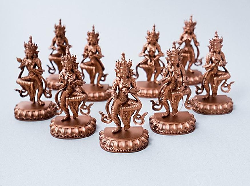 कलाकुसरीच्या आणि पितळ धातु पासून तयार केलेल्या अनेक वस्तू हरियाणात मिळतील. देवी देवतांच्या मूर्ती तसंच दागिने ठेवण्यसाठी तयार केलेले बॉक्स अशा कही वस्तू तुम्ही खरेदी केल्या तर हरियाणातला प्रवास तुमच्या कायम स्मरणात राहील. हरियाणात लाकडापासून तयार केलेल्या वस्तूसुद्धा प्रसिद्ध आहेत.