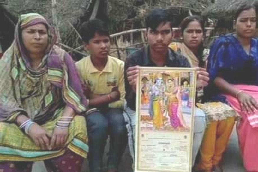 मुस्लीम जोडप्याच्या लग्नपत्रिकेवर राम-सीतेचा फोटो, गावकऱ्यांनी मागितला माफीनामा
