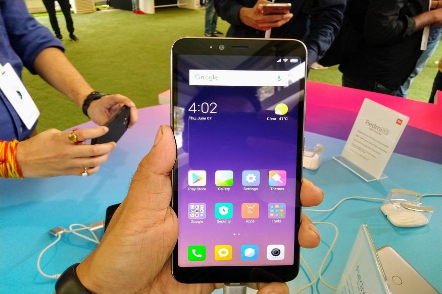 शियोमी (Xiaomi) हा स्मार्टफोन तरुणांमध्ये खूप लोकप्रिय आहे. कमी किमतीत चांगले फीचर्स देणारा हा फोन आहे. नुकतेच शियोमीनं Mi Super Sale मध्ये Redmi 6, Redmi 6 Pro, Redmi Note 6 Pro, Redmi Note 5 Pro, Redmi Y2 आणि Poco F1 हे स्मार्टफोन्स स्वस्त केलेत.