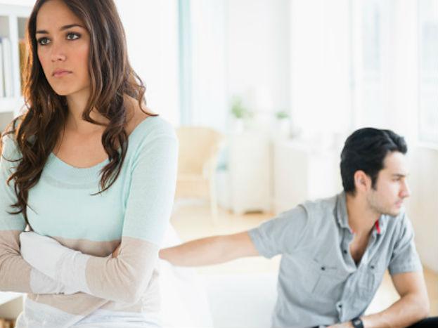 रिलेशनशिपमध्ये कायम छोट्या गोष्टींमुळे एकमेकांशी जमत नाही. दोघंही एकमेकांच्या म्हणण्यावर ठाम असतात अशा वेळी दुसऱ्या मुलाशी किंवा मुलीसोबत मन रमवण्याचा प्रयत्न केला जातो.