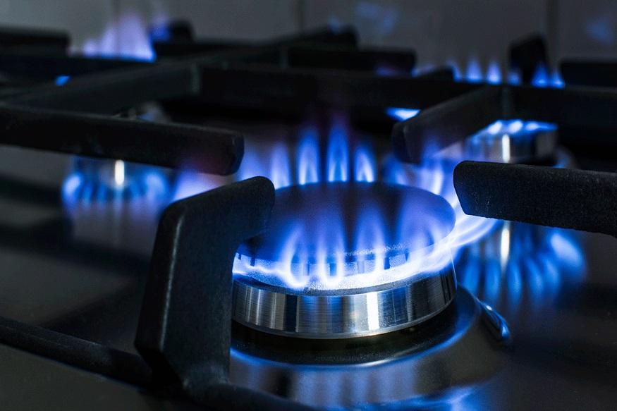 जेवण बनवणंही होणार महाग. नैसर्गिक गॅसमध्ये वाढ झाल्यानं पाइपामधून येणाऱ्या गॅसच्या किमती सरकार वाढवू शकतं. त्याचा परिणाम जेवण बनवण्यावर होईल.