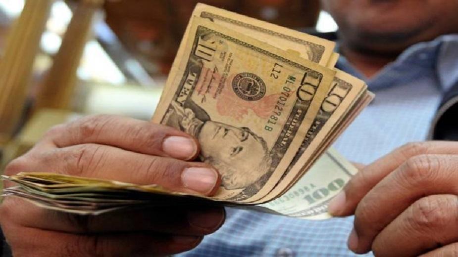 जागतिक अर्थव्यवस्थेत 40 टक्के हिस्सा नव्या बाजारपेठांतून येतो. यात धोकाही असतो. अशा बाजारांमध्ये डाॅलर आणि परदेशी चलनाचा दबदबा असतो. अशा परिस्थितीत अमेरिका व्याज दर वाढवतं. व्यवस्थेतून पैसा बाहेर जायला लागतो. बाजार कमकुवत होतो. तुर्की आणि अर्जेंटिनात असंच झालं.