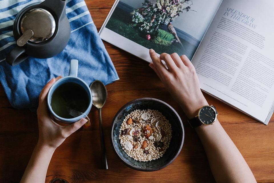 संशोधनानुसार हेल्दी डाएटबाबत लोकांमध्ये जनजागृती कमी असल्यानं ह्या समस्या उद्भवतात. ज्या गोष्टींचा आहारात नियमीत समावेश करायला हवा ते मात्र आपण करत नाही हे संशोधनातून समोर आलं आहे.
