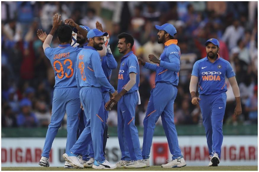 इंग्लंडमध्ये होणाऱ्या वर्ल्ड कपसाठी बीसीसीआयने भारताच्या क्रिकेट संघाची घोषणा केली आहे. विराट कोहलीकडे नेतृत्व सोपवले असून रोहित शर्मा उपकर्णधार असणार आहे.