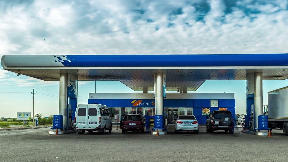 कझाकिस्तानात 1 लीटर पेट्रोल 33.09 रुपये मिळतं.
