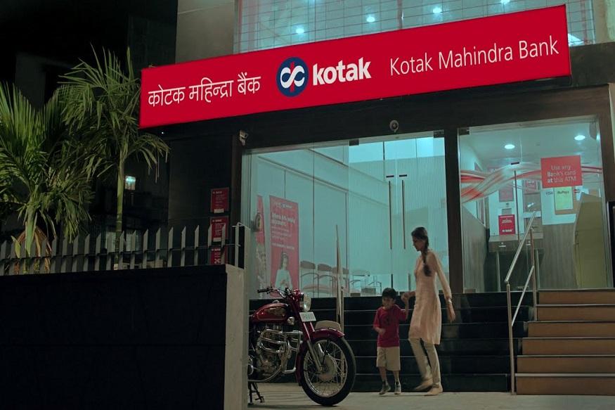 कोटक महेंद्रा बँक चौथ्या स्थानावर आहे. मुख्य आॅफिस मुंबईत आणि कर्मचाऱ्यांची संख्या आहे 35,717 .