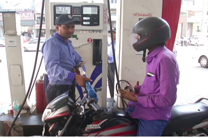 इराणमध्ये 20.21 रुपये प्रति लीटर पेट्रोल मिळतं. इराणमध्ये कच्च्या तेलाच्या खाणी आहेत. इथून तेलाची निर्यातही होते.