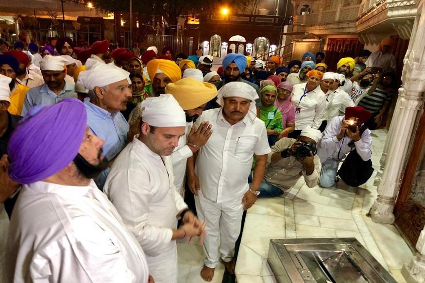 अमृतसर विमानतळावर उतरल्यानंतर राहुल गांधी प्रथम सुवर्ण मंदिरात पोहोचले. तिथे त्यांनी दर्शन घेतलं.