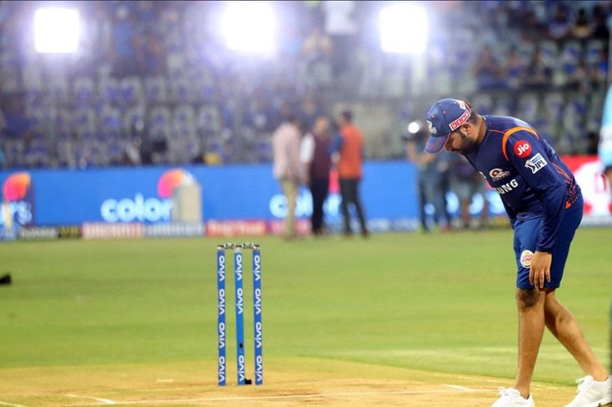 आयपीएलच्या बाराव्या हंगामात मुंबई इंडियन्सचा संघ पहिल्यांदाच रोहित शर्माच्या अनुपस्थितीत मैदानात उतरत आहे. मंगळवारी सरावादरम्यान रोहित शर्माला दुखापत झाल्याचं समोर आलं.