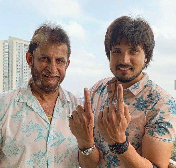 क्रिकेटर संदीप पाटील आणि त्यांचा मुलगा अभिनेता चिराग पाटील