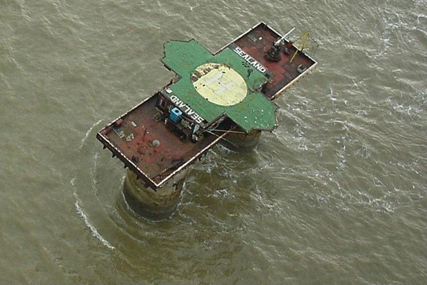 सीलँड ची जमीन ज्या टॉवरवर आहे त्याला रफ टॉवर असं म्हटलं जातं. १९६७ मध्ये ब्रिटिश मेजर पॅडी रॉय बेट्स यांनी या किल्ल्याचा ताबा मिळवला.