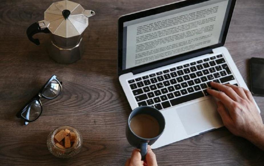 आॅनलाइन पुस्तकं वाचा आणि कमवा - तुम्ही घरबसल्या नवी पुस्तकं वाचून त्याचा रिव्ह्यू लिहू शकता. अनेक पुस्तकं आॅनलाइन रिलीज होतात. ती वाचून लिहिण्याचे पैसे मिळतात.