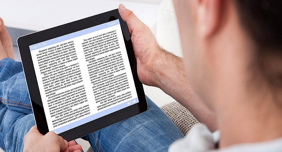 आॅनलाइन रायटिंग आणि भाषांतर - तुमची भाषा चांगली असेल, इंग्लिश,हिंदी,मराठीवर तुमचं प्रभुत्व असेल तर तुम्ही कंटेंट रायटिंग किंवा भाषांतर करू शकता. अनेक कंपन्यांना आॅनलाइन कंटेंट रायटिंग, ब्लाॅग, आॅनलाइन रिव्ह्यू, लिहिणारी माणसं हवी असतात. यात चांगले पैसेही मिळतात.