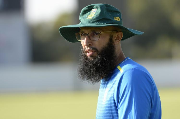 अमला जेवढा क्रिकेटच्या मैदानात संयमी आणि एकनिष्ठ असतो, तसाच तो आपल्या धर्माचेही काटेकोरपणे पालन करतो. त्यामुळं रोजा पाळतच त्यानं वेस्ट इंडिज विरुद्धचा सराव सामना खेळला.