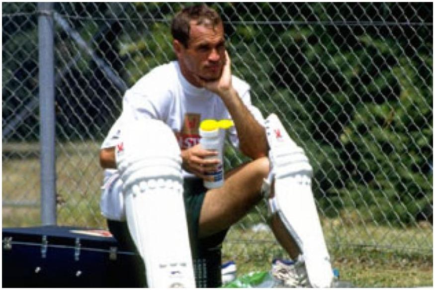 1983 च्या वर्ल्ड कपमध्ये ऑस्ट्रेलियाकडून खेळलेल्या कॅपलर वेसेल्सने 1992 मध्ये दक्षिण आफ्रिकेकडून सहभाग घेतला आहे. विशेष म्हणजे दक्षिण आफ्रिकेच्या संघातून खेळताना पहिला सामना ऑस्ट्रेलियाविरुद्ध होता. यात त्याने 81 धावा करत सामनावीर पुरस्कारही पटकावला होता.
