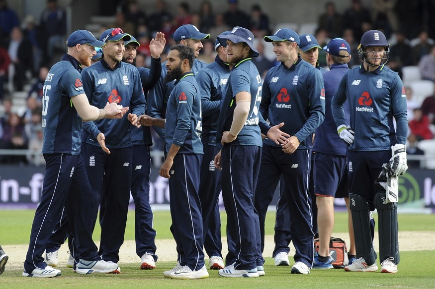 पाकिस्तानविरुद्धच्या एकदिवसीय मालिकेतील 4 सामन्यात इंग्लंडने 373, 359, 341 आणि 351 धावा केल्या. सलग 4 सामन्यात 340 पेक्षा जास्त धावा करणारा इंग्लंड हा जगातील पहिला संघ आहे.