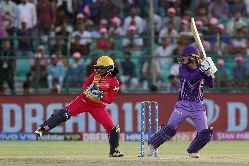 प्रत्युत्तरादाखल खेळताना वेसोसिटीने 7 विकेटच्या बदल्यात 18 षटकांत हे आव्हान पूर्ण केले. डॅनियल वॅटच्या खेळीच्या जोरावर हा सामना एकहाती जिंकण्याची शक्यता होती. 17 व्या षटकात वॅटला बाद करून राजेश्वरी गायकवाडने सामन्यात रंगत आणली. वॅटने 46 धावा केल्या.