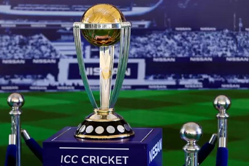 आयसीसी क्रिकेट वर्ल्डकपचे घमासान 30 मेपासून सुरु झाले आहे. या स्पर्धेत जगातील सर्व खेळाडू आपला जलवा दाखवत आहेत. दोन महिने आयपीएलनं मनोरंजन केल्यानंतर आता क्रिकेट चाहत्यांसाठी विश्वचषक म्हणजे पर्वीणीच आहे. यात भारतीय संघ प्रबळ दावेदार असल्यामुळं भारतीयांची ओढ ही सामन्यांकडे जास्त असेल. मात्र यंदा चाहत्यांचे मनोरंजन फक्त खेळाडू नाही तर, या पाच हॉट कॉमेंटेटरही करत आहेत.