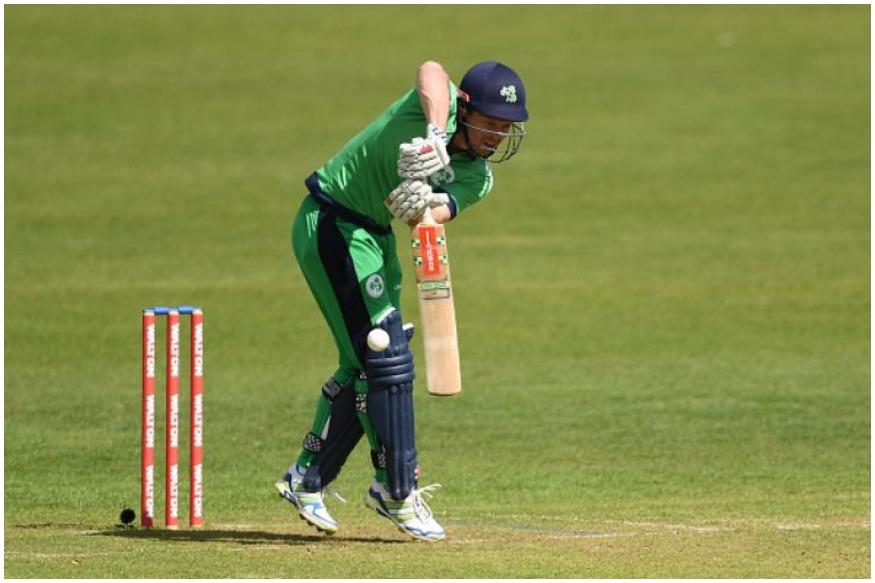 इंग्लंडचा माजी क्रिकेटपटू एड जोएसनेसुद्धा दोन देशांकडून वर्ल्ड कप खेळला आहे. 2007 मध्ये तो इंग्लंडच्या संघात तर 2011 मध्ये आयर्लंडकडून खेळला होता.