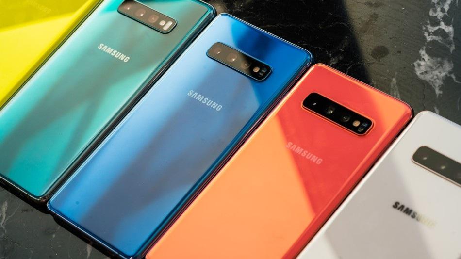 नुकतेच लाँच झालेले स्मार्टफोनसुद्धा Amazon Summer Sale 2019 ऑनलाईन खरेदीसाठी उपलब्ध असणार आहे. Samsung चा Galaxy S10 हा 71,000 रुपयांचा स्मार्टफोन 61,900 रुपयांत खरेदी करता येईल. तसंच या फोनसाठी एक्सचेंज ऑफर देखील आहे. त्यात 6000 रुपयांपर्यंत तुम्हाला अतिरिक्त डिस्काउंट मिळवता येईल. Huawei P30 Pro हा स्मार्टफोन 71,000 रुपयांत खरेदी करता येईल. या स्मार्टफोनबरोबर तुम्हाला 15,000 रुपये किमतीचं स्मार्टवॉच फक्त 2,000 रुपयांत खरेदी करता येईल.