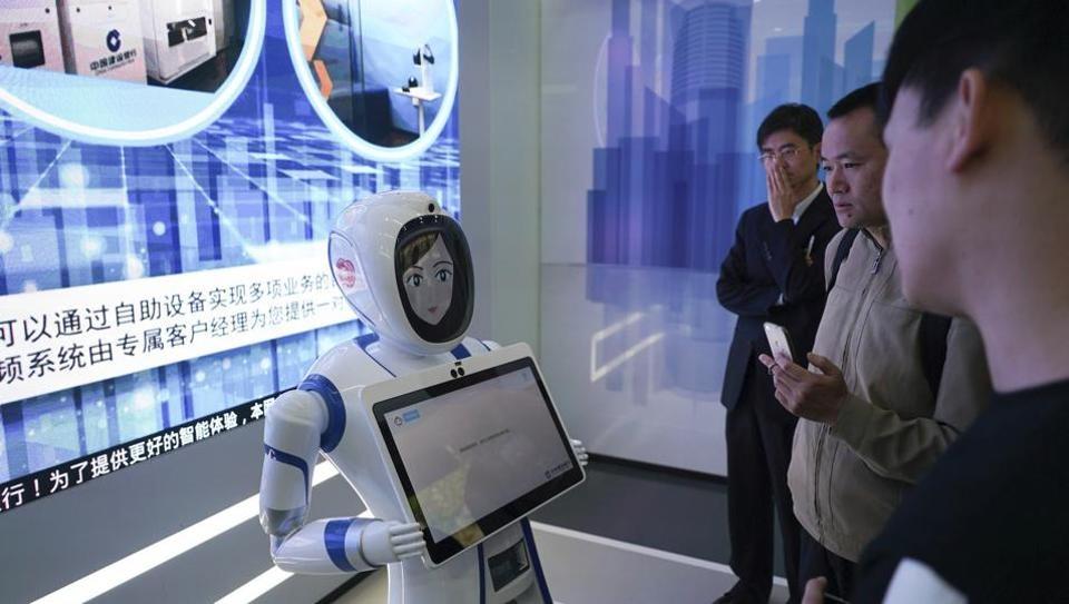 बँकिंग क्षेत्रात प्रथमच हा प्रयोग केला जात असल्याचा दावा 'सीसीबी' बँकेने केला आहे. 'सीसीबी'ने चीनमधील 360 शाखांमध्ये 1600 स्मार्ट मशिन्स लावल्या आहेत.