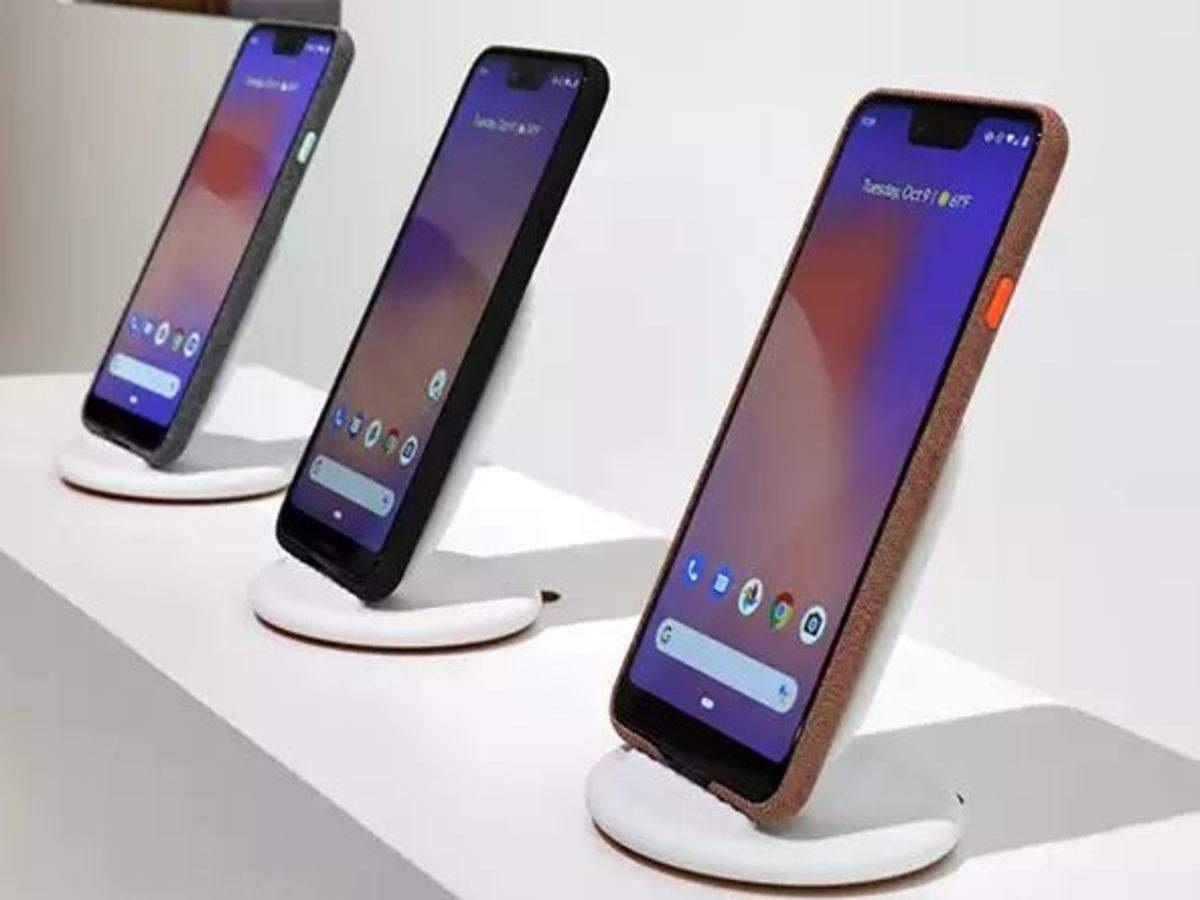 कनेक्टिव्हिटी - कनेक्टिव्हिटीबाबात सांगायचं झालं तर Pixel 3a या स्मार्टफोनमध्ये युएसबी टाइप-सी पोर्ट, सिंगल नॅनो सिम सपोर्ट, 3.5mm हेडफोन जॅक, ब्लुटूथ 5.0 आणि NFC सारखे फिचर्स देण्यात आले आहेत. तसंच या फोनमध्ये नाइट साइट मोड सुद्धा देण्यात आलं आहे.
