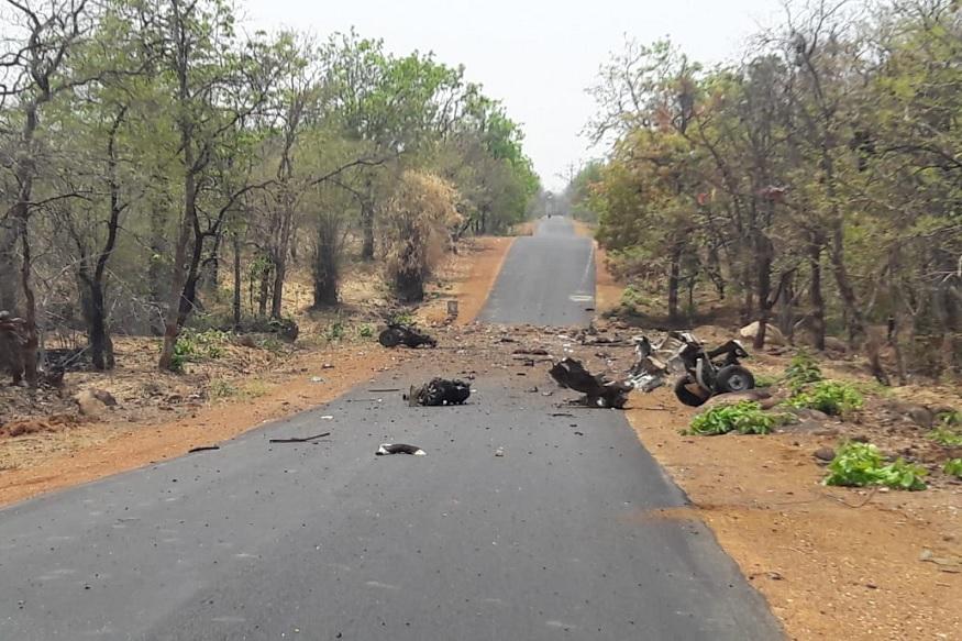 महाराष्ट्र दिनीच गडचिरोलीमध्ये माओवाद्यांनी भ्याड हल्ला घडवून आणला. यात 15 जवान आणि एक चालक शहीद झाले. माओवाद्यांनी सी-60 कमांडो जवानांच्या ताफ्यावर आयईडी स्फोटकांद्वारे हल्ला केला आहे. जांभूरपाडा गावाजवळील ही घटना आहे.