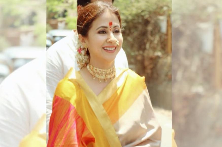 महाराष्ट्र दिनाचं निमित्त साधत अभिनेत्री आणि उत्तर मुंबईतील राष्ट्रीय काँग्रेसच्या लोकसभा उमेदवार उर्मिला मातोंडकर यांनी पारंपरिक मराठी पेहरावातील फोटो त्यांच्या फेसबुक पेजवर शेअर केले.