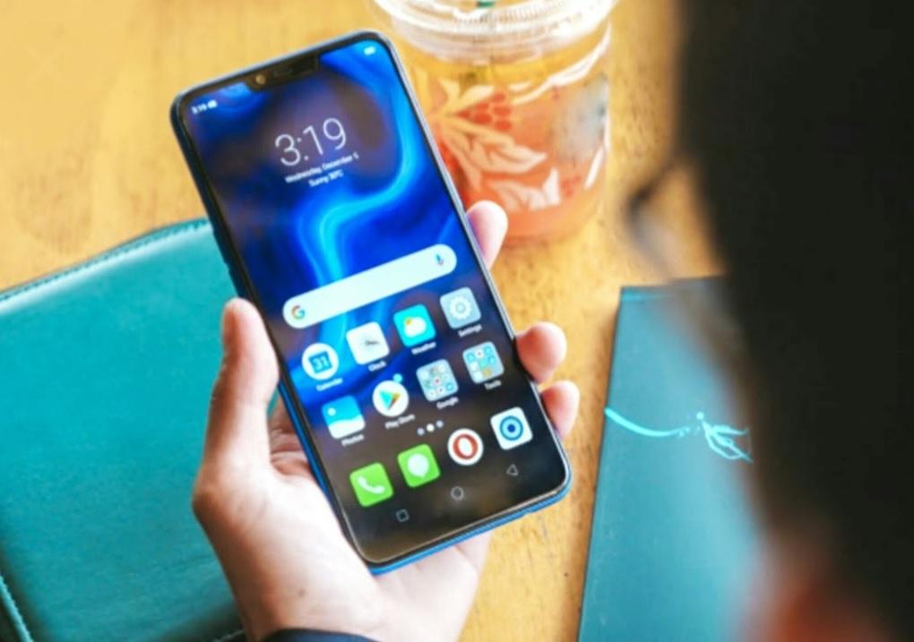 Vivo Z3x स्मार्टफोनला 64 जीबीचं इंटरनल स्टोरेज असून, मायक्रोएसडी कार्डच्या माध्यमातून ते 256GB पर्यंत वाढवता येतं.  पावरसाठी या फोनमध्ये 3260 एमएएच ची बॅटरी बसवण्यात आली आहे.