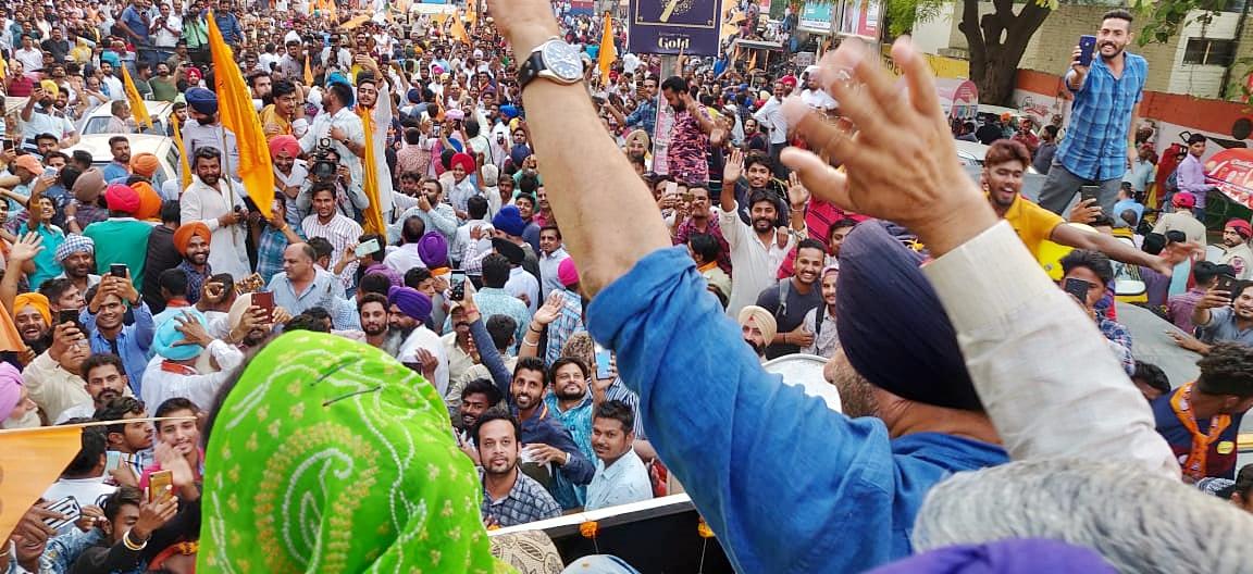 यापूर्वी भाजपचे दिवंगत नेते विनोद खन्ना यांनी गुरुदासपूरमधून जागेवरून निवडणूक लढवली होती. या जागी आता सनी देओलला उमेदवारी देण्यात आली आहे.