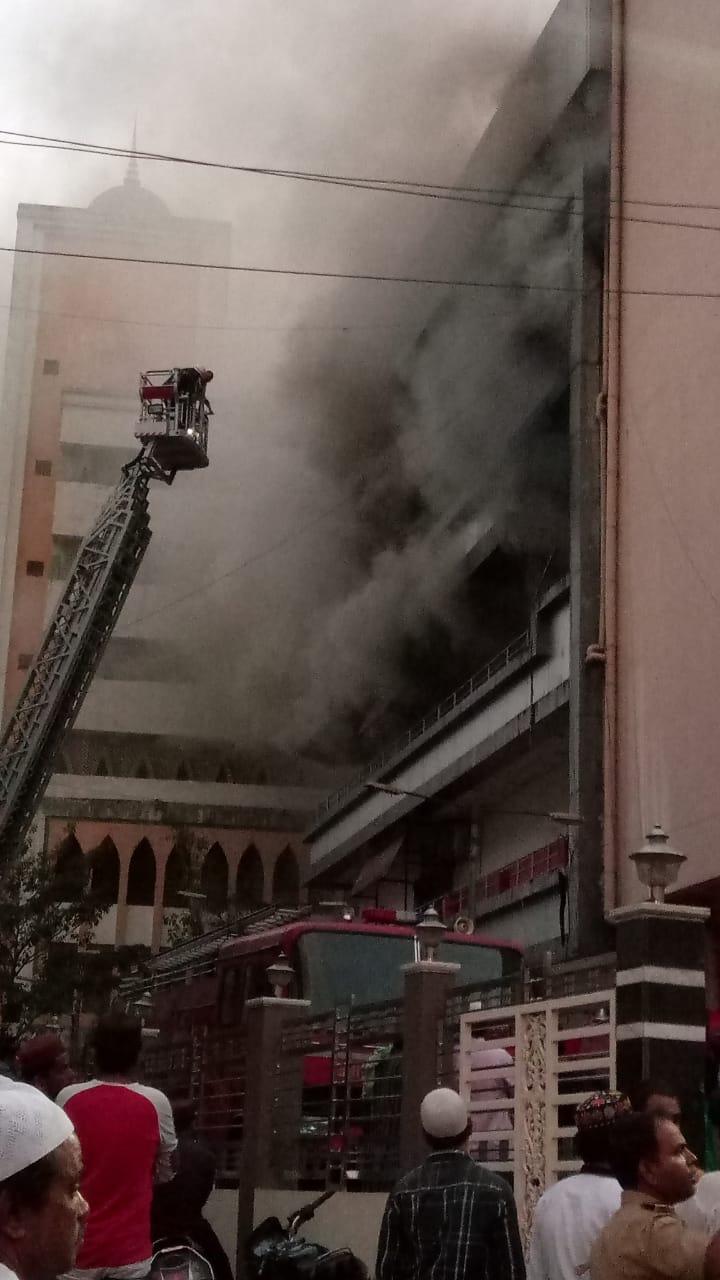 आगीत कोट्यवधी रुपयांची औषधे जळून खाक झाली आहेत.