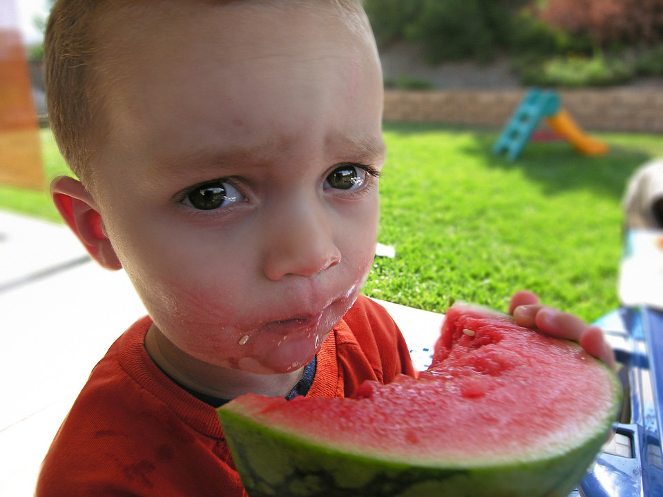 कलिंगड हे जेवणानंतर खाणं जास्त उपयुक्त ठरतं.