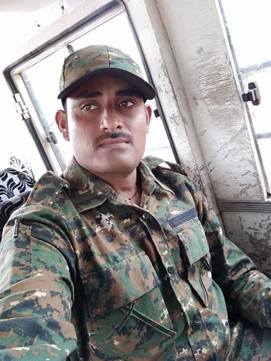 संतोष देविदास चव्हाण असं शहीद जवानाचं नाव आहे. 2011ला संतोष हे गडचिरोलीच्या सैनिक भरतीमध्ये कामाला रुजू झाले होते. त्यांच्या नोकरीला 8 वर्ष पूर्ण झाली आहेत.