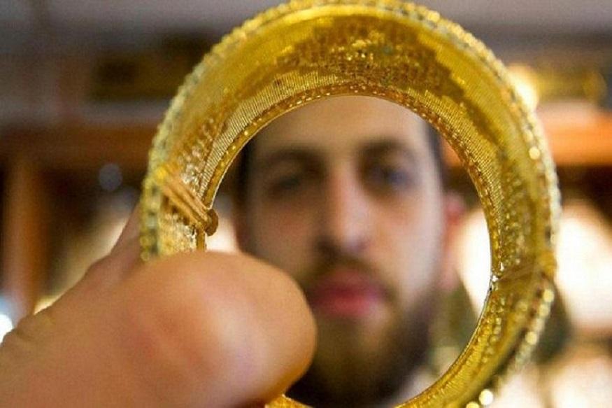 काल ( 16 जुलै )सोनं 35,570 रुपये प्रति दहा ग्रॅम झालं होतं. तर चांदी 355 रुपयांनी वाढून 39,530 रुपये प्रति ग्रॅम झालं होतं.