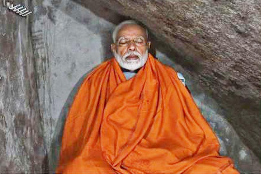 या निवडणुकीत सगळ्यात गाजलेला पंतप्रधान मोदींचा हा फोटो. निवडणुकीच्या शेवटच्या टप्प्यात मोदींनी केदारनाथ मंदिराच्या गुहेमध्ये जाऊन ध्यान केलं.