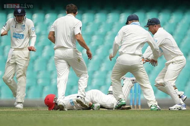 दरम्यान 2014 साली बाऊन्सरचा आघात झाल्याने ऑस्ट्रेलियन फलंदाज फिलिप ह्युजचा झालेला मृत्यू साऱ्यांनाच चटका लावणारा ठरला. त्यामुळं असे प्रकार क्रिकेटचाहत्यांसाठी धक्कादायक असतात.