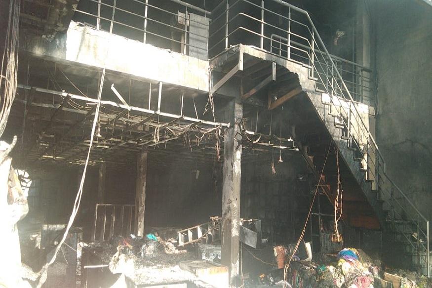 पाचही कामगारांचे मृतदेह दुकानाबाहेर काढण्यात आले आहेत. दरम्यान, ही आग नेमकी कोणत्या कारणामुळे लागली? याबाबतची ठोस माहिती मिळालेली नाही.