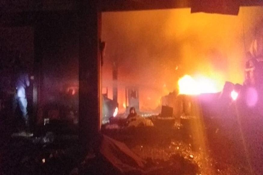 पुणे शहरातील उरळी देवाची येथील राजयोग साडी सेंटर नावाच्या दुकानात भीषण आग लागली. पहाटे 4.30 वाजण्याच्या सुमारास ही भीषण आग लागली.