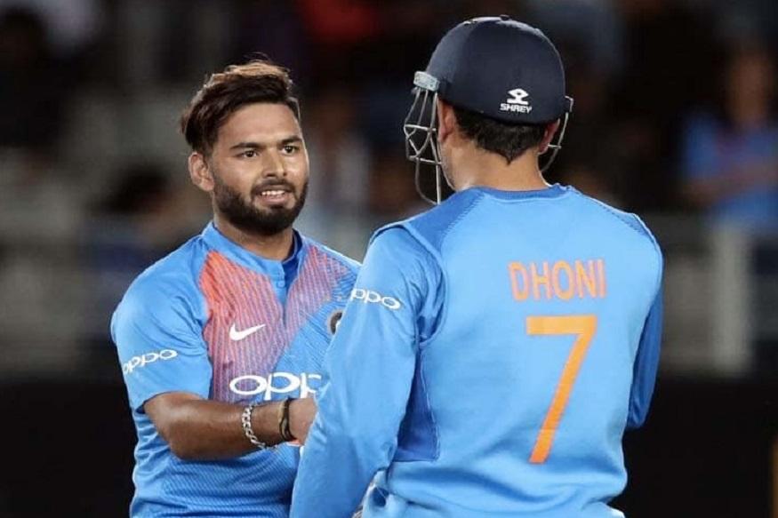 इंग्लंडमध्ये क्रिकेट वर्ल़्ड कप स्पर्धेला आजपासून सुरुवात होत आहे. भारतीय संघाने दोन सराव सामन्यांपैकी एका सामन्यात विजय मिळवला. भारताचा पहिला सामना 5 जूनला दक्षिण आफ्रिकेशी होणार आहे.