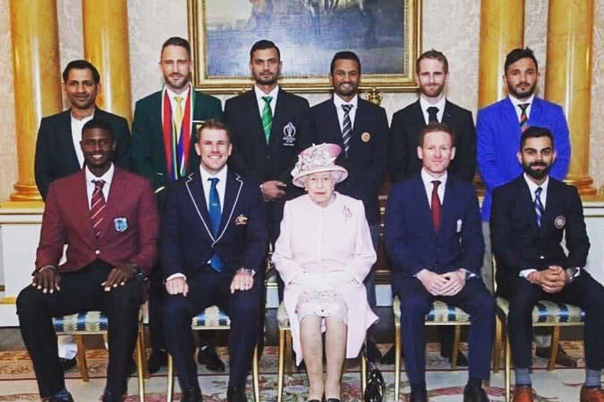 महाराणी एलिझाबेथ यांना भेटताना सर्व कर्णधारांनी शर्ट-पॅन्ट आणि सूट परिधान केला होता. पण पाकिस्तानचा कर्णधार सर्फराज अहमदने सलवार कमीज घातली होती. त्याच्यावर जॅकेट घातलं होतं.