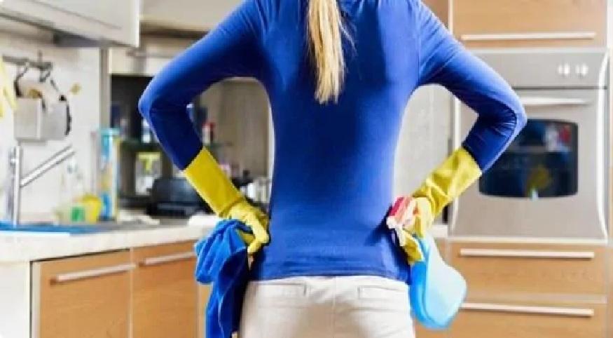 तुम्ही घर नेहमी स्वच्छ ठेवात. पण, काही दिवसांतर तुमच्या घरात जळमटं लागतात का? कोळ्यांचा समुळ नायनाट करण्यासाठी काय करायंच हे आज आम्ही तुम्हाला सांगणार आहोत.