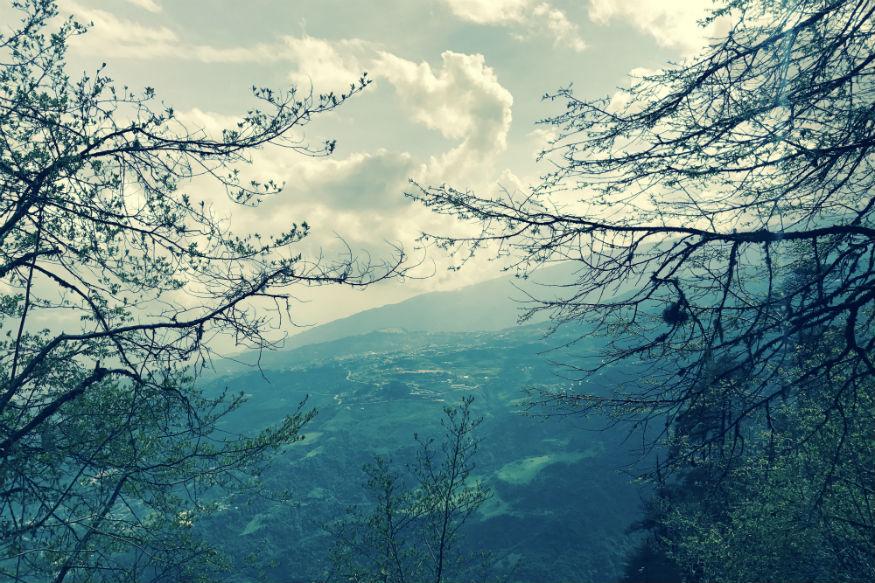 तवांग - अरुणाचलमधलं तवांग निसर्गसौंदर्यानं नटलंय. पर्यटकांचं हे आवडतं ठिकाण आहे.