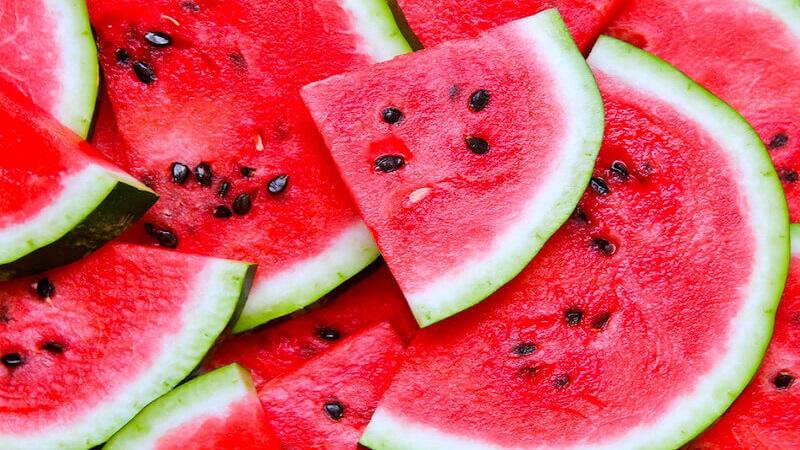 इतर फळांच्या तुलनेत कलिंगडात पाणी आणि पोटॅशियमचे प्रमाण जास्त असल्याने, उन्हाळ्यात उद्भवणाऱ्या मूत्राशयाच्या विकारांवर कलिंगडाचं सेवन लाभदायक ठरतं.